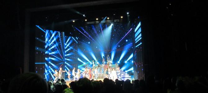 Słuchacze UTW wybrali się do Teatru ROMA na spektakl Mamma Mia!